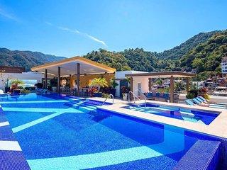 Casa V Estrella - 3 bdrm luxury condominium