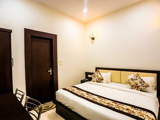 Deluxe Room- Walking Distance To The Taj Mahal