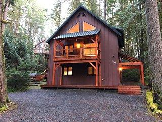 Mt. Baker Lodging - Snowline Cabin #69SL - Upscale - Hot Tub - BBQ - Sleeps 8