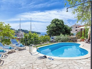Puntinak Villa Sleeps 8 with Pool Air Con and WiFi - 5832019