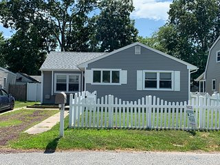 Cape May Pet Friendly Beach House Rental - Blissful Bayside Cottage