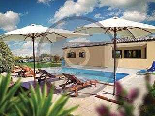 Beautiful home in Tinjan w/ WiFi, Outdoor swimming pool and 3 Bedrooms (CIC965)