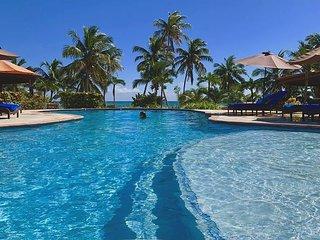 Huge BEACHSIDE Luxury Villa. Concierge, HUGE 150' Tropical Pool, Tennis!