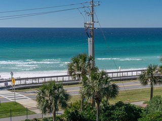 VIEW-PRIVATE BCH-3BR UPDATED -Newer comfortable beds-Conveniently located-Pool