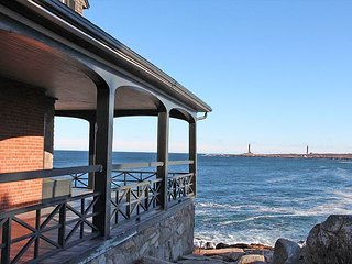 Eden Lights: Direct oceanfront home in Rockport's South End. Walk to beach.