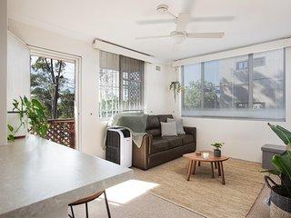 Homey Apartment With Balcony near Centennial Park