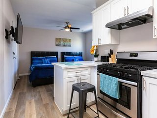 Spacious Studio Unit -Few Steps from the Beach!