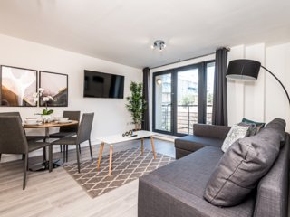 Stunning Balcony Apartment in City Centre-Sleeps 6