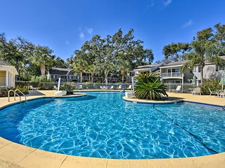 NEW! Amenity-Rich St Simons Condo 1 Mi to Beaches!