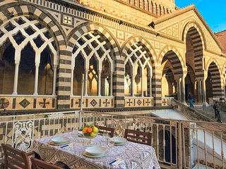 LivingAmalfi: Big House with terrace in Piazza Duomo, Amalfi up to 8 guests