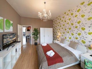 NEW TOWN - 4 BEDROOM 3 BALCONY APARTMENT