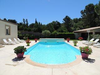 Villa de charme au cœur d'une pinède SPA Piscine privée superbe cuisine d'été
