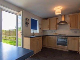 5 Bedroom Townhouse w/Parking & Garden - Quiet Neighbourhood - Close to Centre