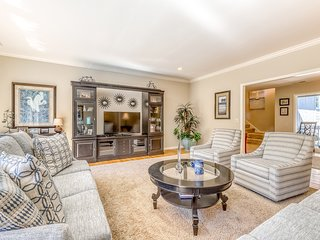 Lovely home on 2nd Hole of Harbour Town Golf Links w/ private pool & ample space