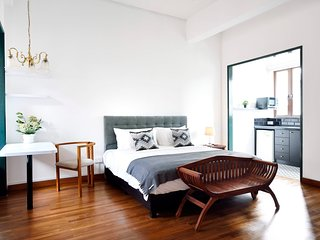 Mountbatten Suite in Heritage Shophouse!