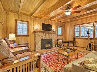 Vintage 'Snow White' Cottage ~ 2 Miles to Village!