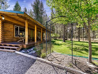 Lovely, dog-friendly log cabin w/ wood-burning stove & Xbox 360 - near the river