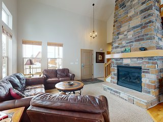 Beautiful mountain home w/ private grill, hot tub & great views - walk to lifts!