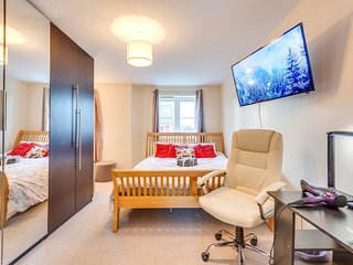 2x Suites: King & Sun WITH FREE Parking, Breakfast & Wifi