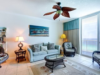 Bright beachfront condo w/ shared pool, beach access, and stunning views!