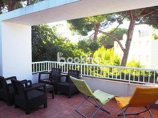 RENOVATED APARTMENT WITH TERRACE UNDER THE PINES IN POLITUR NEAR THE BEACH
