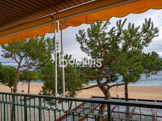 CHARMING APARTMENT IN FIRST LINE OF SEA WITH PARKING