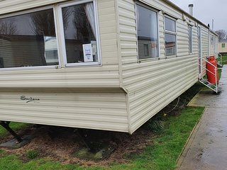 Stunning 2-Bed Sleeps 6 Caravan in Felixstow
