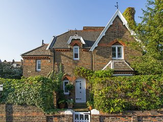 SUPERB LUXURY 2-Bed Cottage in the heart if Wimbledon Village