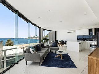 Stylish Bayside Living with Panoramic Views