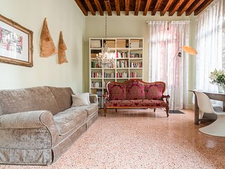 Gritti - charming canal view apartment in top location