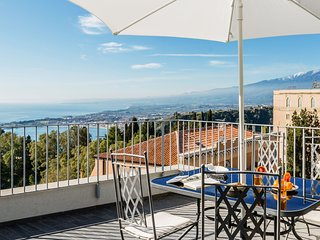 San Michele Apartment with panoramic private terrace & lift in Taormina downtown