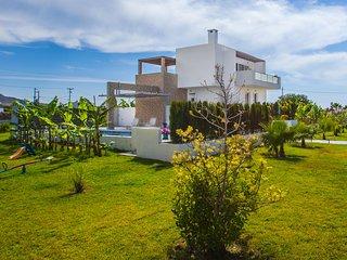 Tigkaki Villa Sleeps 10 with Pool Air Con and WiFi - 5812170
