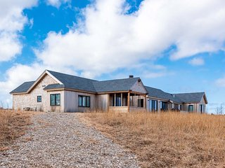 WE122 - Luxury Modern Farm House Design,  Waterfront Pear Tree Cove on the Tisbu