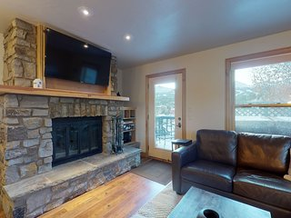 Beautiful condo w/ private hot tub - short walk to Breckenridge gondola