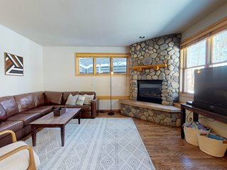 Well-appointed ski condo w/shared hot tub, rec room, etc!