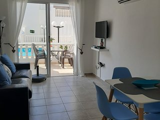Jules Apartment, one bedroom with communal pool and a few minutes to the sea