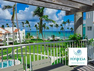 Oceanfront Luxury Penthouse, Playa Turquesa Ocean Club