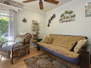 Beautiful bayside bungalow in North Mission Beach w/ front patio and gas grill