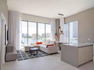 LUX LIVING IN HYDE BEACH HOUSE 29TH FLOOR