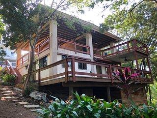 Artsy 2 Bedroom - West Bay - Flip Flop Villa!