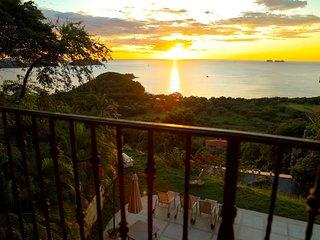 Enjoy your stay in a Royal Way at Gold Coast Playa Potrero!