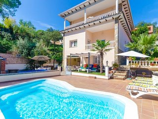 Lloret de Mar Villa Sleeps 12 with Pool and Free WiFi - 5509070