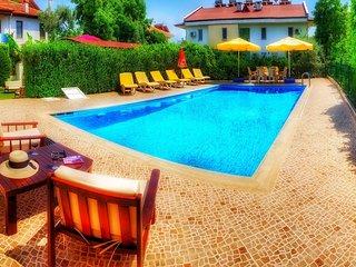 Haus mit privatem Pool und Garten