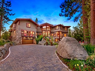 LX25: LUXURY LAKE TAHOE LODGE W INTERIOR PRIVATE POOL AND HOT TU