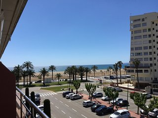 Penthouse with Seaviews and privat parking place near beach, Empuriabrava