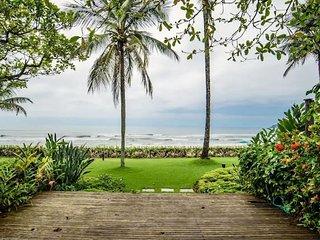 Cambury pé na areia com piscina e quadra de tênis