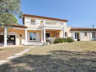Awesome home in Seillans w/ Outdoor swimming pool, WiFi and Outdoor swimming poo