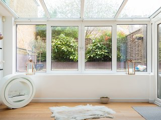 | Hidden Gem | Spacious & Quiet | Putney |