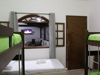 Quarto ate 5 pessoas com banheiro privativo - Hostel Pousada Los Pibes de Flores