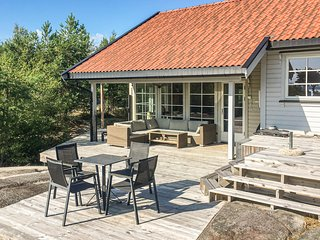 Awesome home in Skjeberg w/ 4 Bedrooms (N37214)